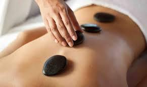Những lợi thế của liệu pháp massage đá